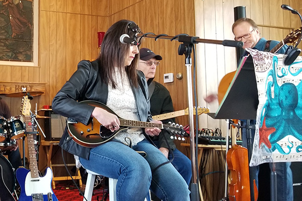 Independent artists playing at the Lac du Bonnet Listening Room